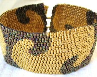 Golden Nights Peyote Cuff / Peyote Bracelet (2277) - A Sand Fibers Creation