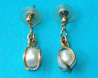 Vintage 1980s Gold and Pearl Drop Earrings