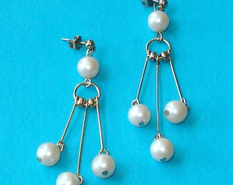 Vintage 1980s Gold and Pearl Dangle Earrings