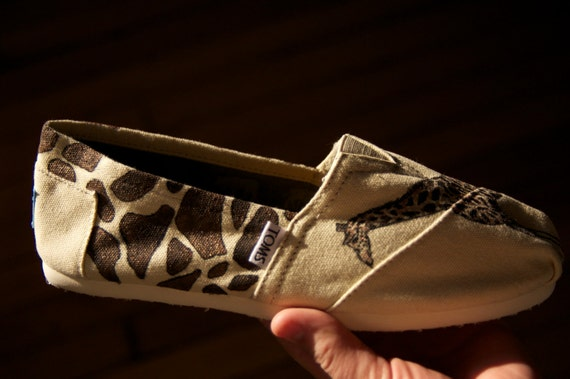 SALE - Giraffe Printed Giraffe Custom TOMS Shoes - Size 8.5