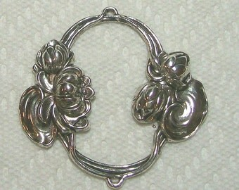 Water Lily Oval In Silver