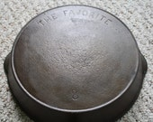 Vintage The Favorite 8 Cast Iron Skillet Pan