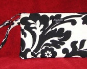 Vogue Wristlet with clip Black and White