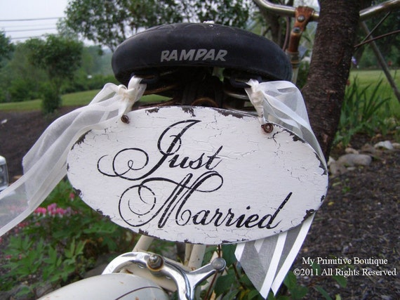 Just Married Sign. Wedding Sign. Photo Props. Rustic Wedding. Wedding Reception. Wedding Decor. Wedding Announcement.