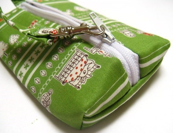 LAST ONE Mini Gadget Zippered Pouch (with clip) - Little red riding hood (green)