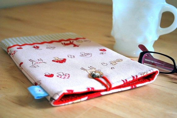 ON CLEARANCE -The padded (foam inner core) Nook Color sleeve--- Woodland creatures