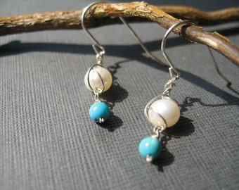 Tangled pearls earrings with turquoise