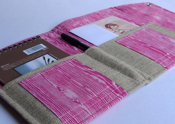 In Touch Clutch (tm) in Pink Woodgrain