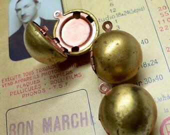 1pc VINTAGE ORB LOCKET Round Brass With Patina