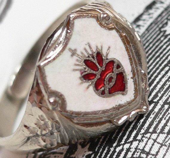 SACRED HEART RING 1960s Vintage Enamel Beautiful
