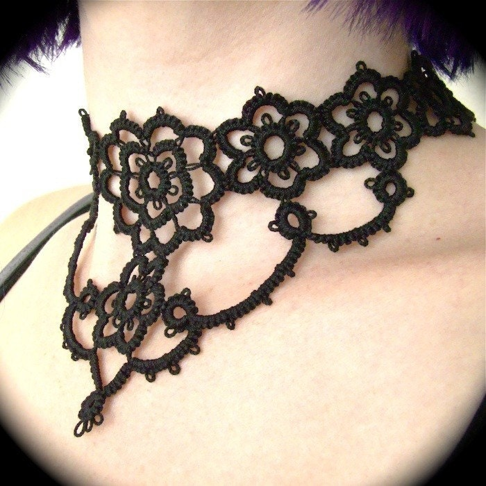 https://www.etsy.com/listing/56872720/tatted-choker-necklace-grand-victorian?