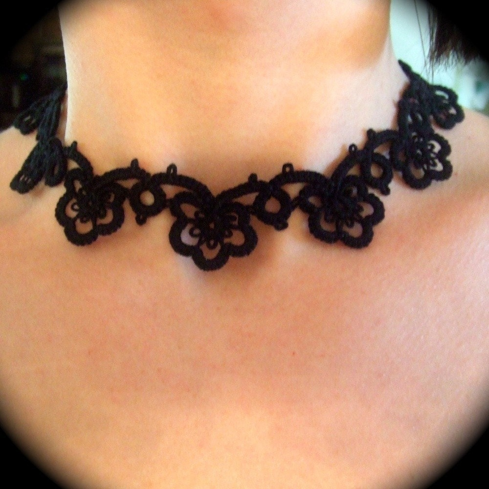 Choker Necklace Etsy: Tatted Lace Choker Necklace Flower Garland