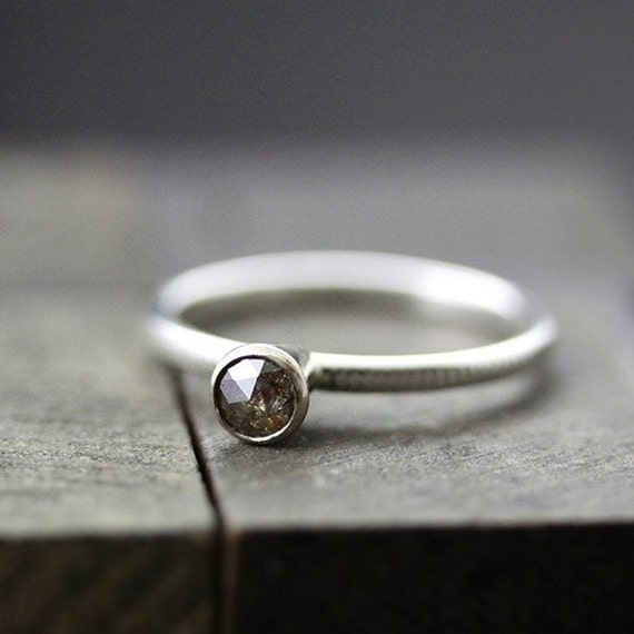 chocolate .33ct rose cut diamond ring - size 6
