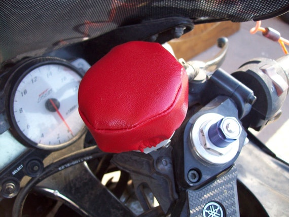 Motorcycle brake fluid reservoir cover