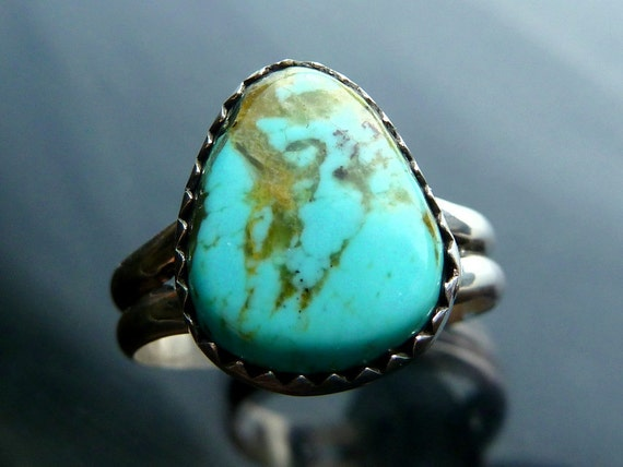 Turquoise Ring Southwestern Native American Indian trillion pyramid in sterling silver size 7