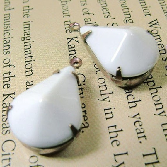 White, Vintage Glass, Pear, Jewels, Post War Japan, Patina Brass Settings, Opaque, 18mm, 12mm, Teardrops, One Pair, Worldwide Shipping