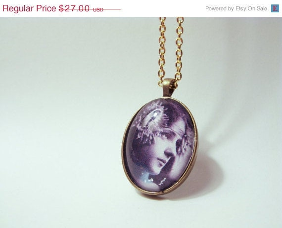 SUMMER CLEARANCE VINTAGE Photography Edwardian: Evelyn Nesbit Photo Necklace Under Real Glass.