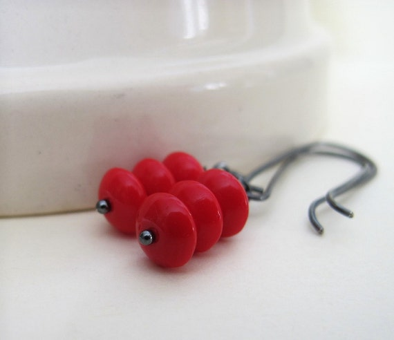 Red Glass Earrings, Silver Earrings, Dangle Earrings, Beaded Jewelry, Red Hot, Glass Jewelry, Silver Jewelry, Drop Earrings