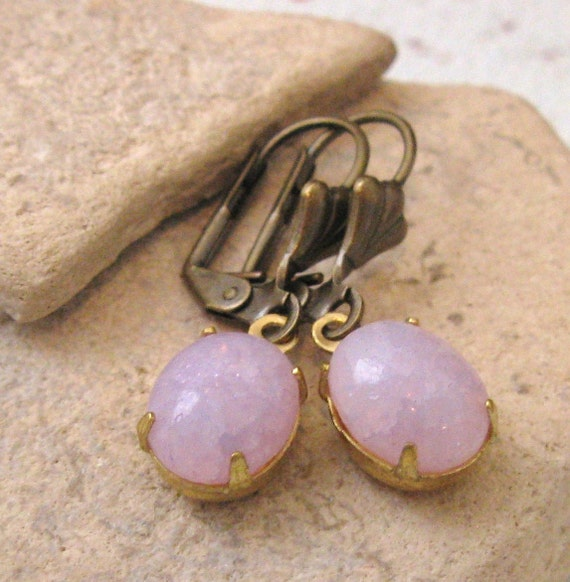 LAVENDER Crackle Glass Estate Style VINTAGE Earrings with Antique Brass