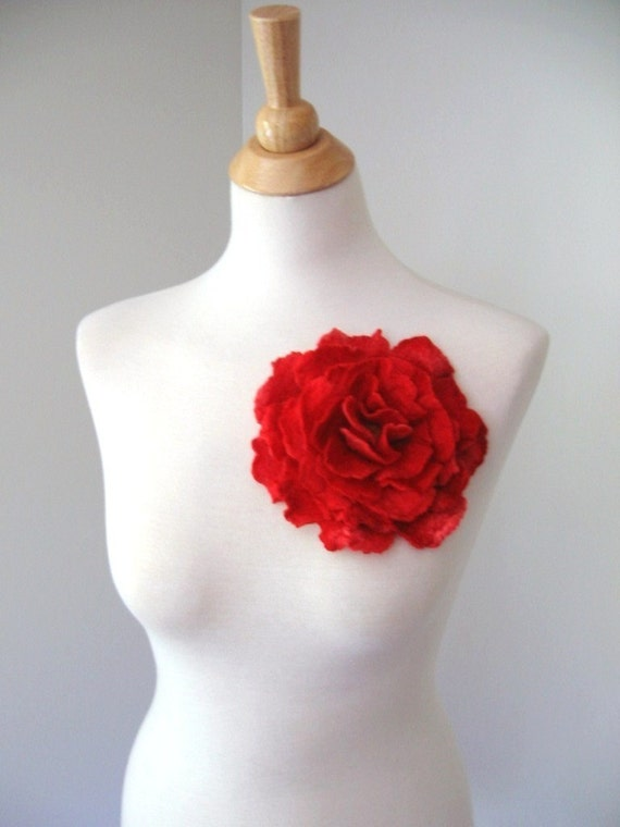 Rosa Pasion Brooch. Hand Felted / Hand Dyed
