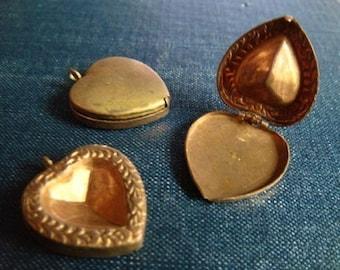 Antique Vintage Wreath Heart Lockets with Jewel Setting - 3pcs - Antique Locket, Locket Charm, Locket Pendant, Vintage Locket