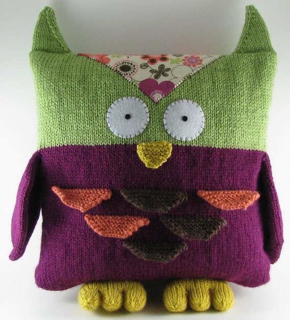 Owl Cushion Knitting Pattern : Sale Knitted Owl Pillow by wrchili on Etsy