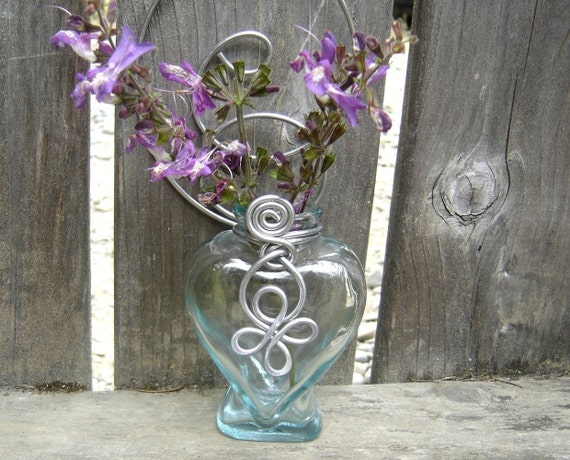 Hanging Wall Vase Heart Celtic Wire, Wall Decor flower vase, Valentine's Day Gift for Her bud vase, plant rooter, patio, home decor, porch