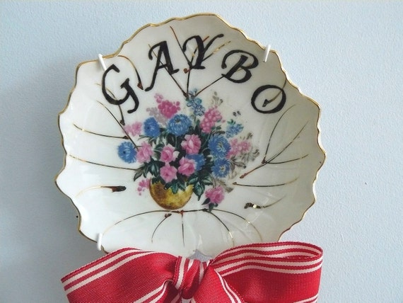Gaybo plate with bow