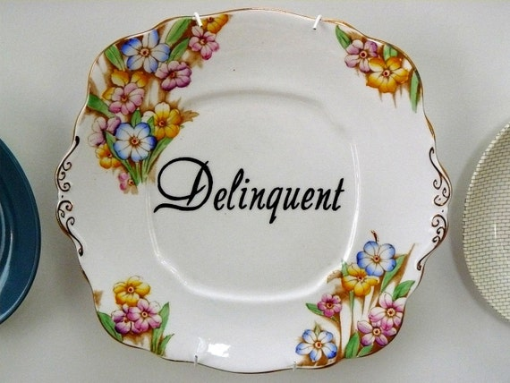 Delinquent cake plate
