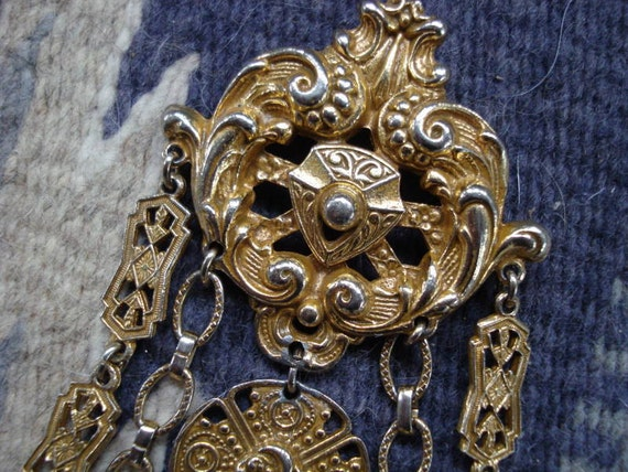 Vintage 1950s Brooch Fob Coro Gold Pin