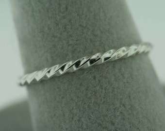 Twisted Trinket Ring- Stackable