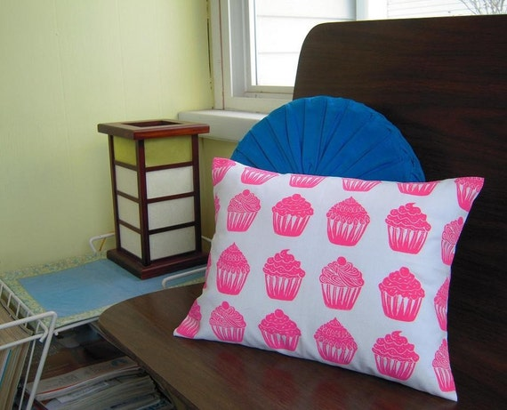 NEW cupcake pattern accent pillow