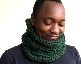 Green Wool Scarf, Mens Cowl, Knitted snood, Gift for him, Inifinity scarf, chunky knit scarf green, Unisex cowl in Forest Green
