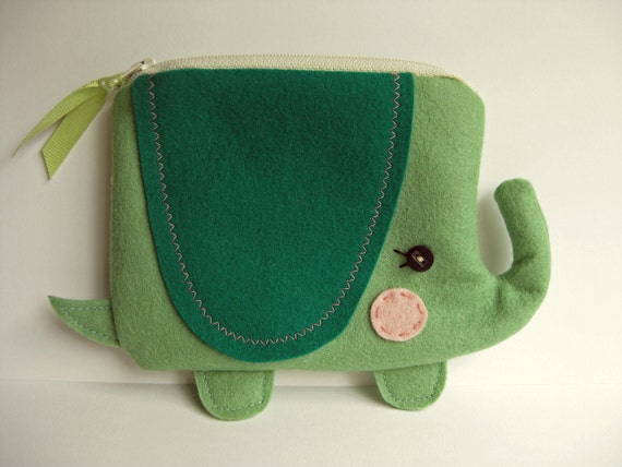 Wee Elephant Pouch in green