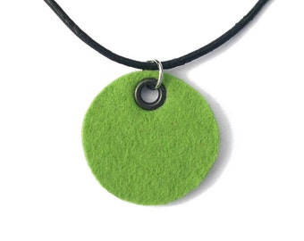 Necklace, green felt circle (W-KET-048)