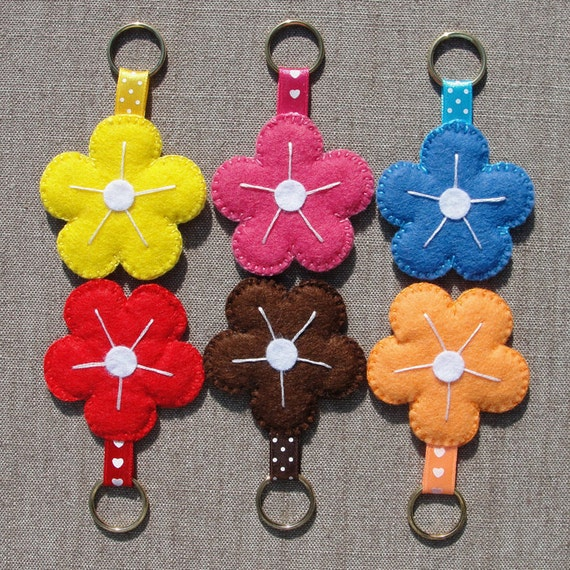 Keychains, Felt Flowers, set of 6 (nr.2), party favors, stocking stuffers, women teen kids accessories, party bag fillers
