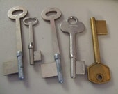 Vintage skeleton keys removed from the shop of a retired locksmith large size 5 pieces 4143