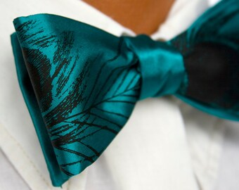 Teal green peacock feather bow tie. Self-tie. Adjustable men's bowtie. Black silkscreen print.