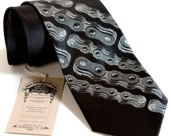 Chain Stripe. Bike chain silk necktie. Bicycle chain link diagonal stripe men's tie. Dove gray screenprint.