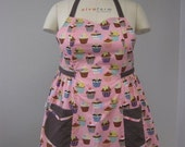 The BETTY - Plus Size Apron - Pink Cupcake