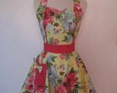 Apron Retro Style Sweetheart Neckline Yellow Florals Full Apron MAGGIE