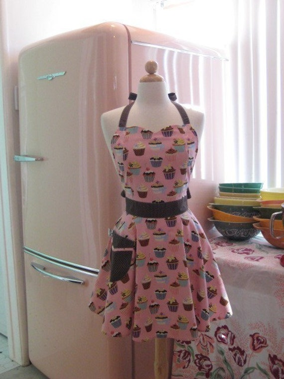 The BELLA Vintage Inspired Pink Cupcake with Brown Contrast Apron