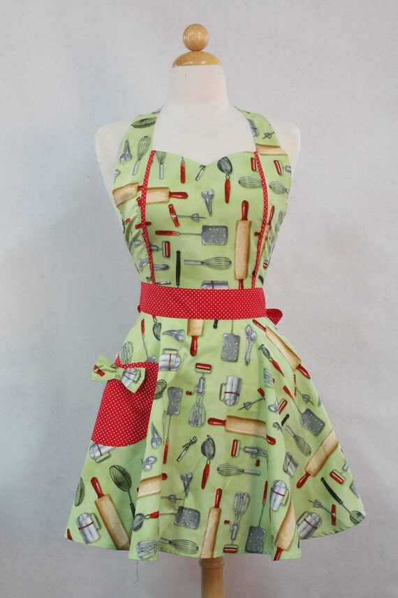Retro Apron Vintage Style Sweetheart Neckline Green Kiss the Cook Full Apron MAGGIE