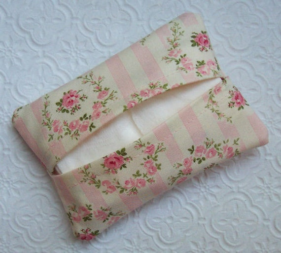 Boutique Barefoot Roses Travel Tissue Cover
