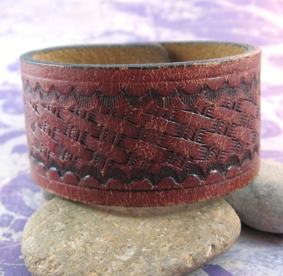 How to make a basket weave on leather : Basket weave brown leather wrist belt small upcycled