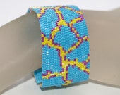 Joyful Giraffe ... Peyote Bracelet . Happy Colors . Africa Inspired . Wild Animal . Robins Egg Blue . Raspberry . Sunny Yellow . Spotted