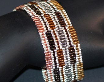 Staccato ... Peyote Bracelet . Narrow Cuff . Metallic . Geometric . Silver . Copper . Bronze . Evening Wear . Modern . Shiny . Shimmer
