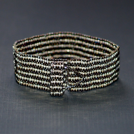 Pinstripes ... Peyote Bracelet . Stainless Steel . Silver . Metallic . Narrow Stripes . Man or Woman . Shiny . Slinky . Modern
