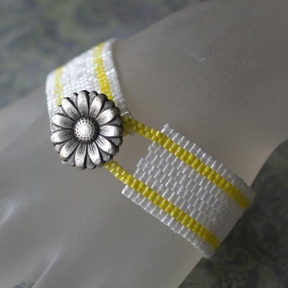 Fresh as a Daisy ... Peyote Bracelet . Sunshine Yellow . Snow White . Spring . Floral . Flower . Silver Button . Stripes