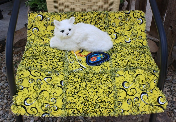 SALE--Cat Blanket In Yellow And Black Squiggles